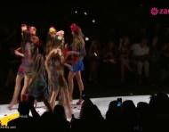 Adriana Lima surpreende na Fashion Week de NY com Desigual
