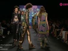 Anna Sui primavera 2015: Vestidos de fiesta inspirados en el lujo de lo boho chic, volúmenes y colores que hipnotizan [Video]