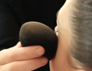 Tutorial: Cómo aplicar la base de maquillaje con la técnica perfecta