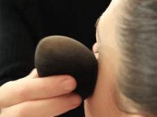 Cómo aplicar la base del maquillaje [Video]