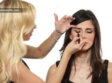 Cómo lograr el maquillaje ojos de gato [Video]