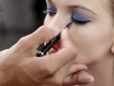Aprende a lograr un maquillaje natural y con pop de color al estilo Dior [Video]