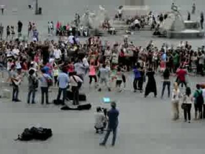 La primera propuesta de matrimonio estilo flash mob en Italia
