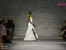 Ángel Sánchez: Vestidos de fiesta inspirados en las líneas rectas de la arquitectura [Video]