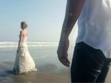 Alex Pelling et Lisa Gant, le couple qui s'est marié 30 fois dans 30 pays [Vidéo]