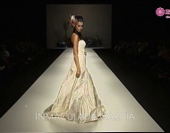 De strapless trouwjurk: video van tientallen strapless jurken tijdens de Barcelona Bridal Week